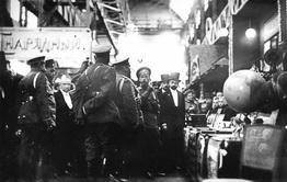 Высочайший осмотр выставки, демонстрирующей продукцию Брянского завода