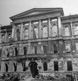 Герман-Герингштрассе. Вид полуразрушенного американского  посольства.